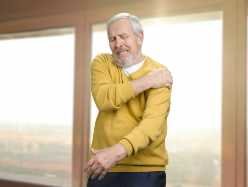 man with rotator cuff injury